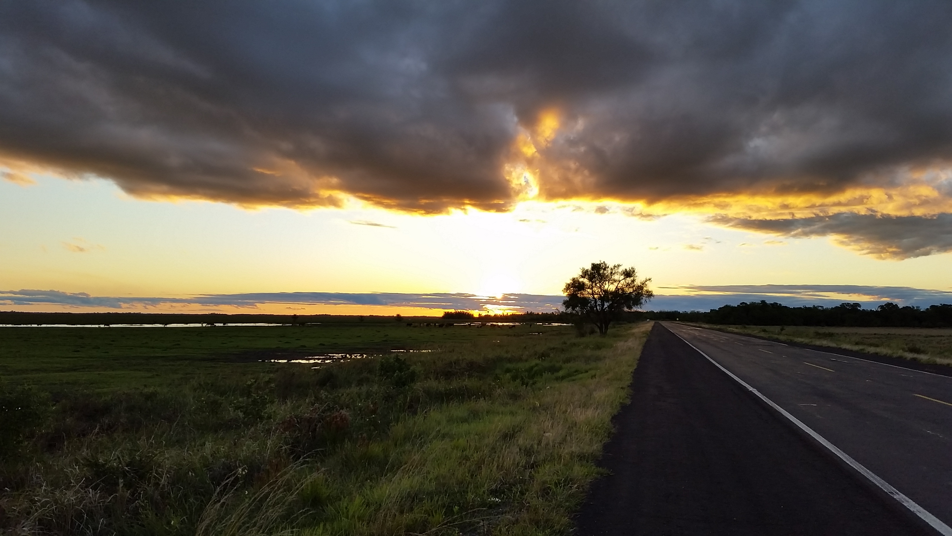 Road from Asuncion to Pilar, Paraguay (Photo credit: Paul Blom)